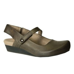 OTBT Springfield Closed Toe Comfort Wedge in Mint